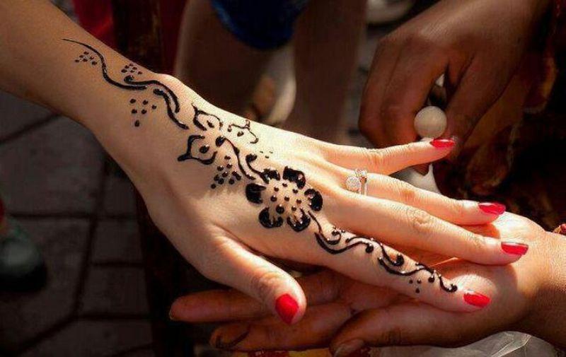 بالصور رسومات حنة رقيقة , انقشي الحنه علي ايديكي لتظهر جمالها 2446 4