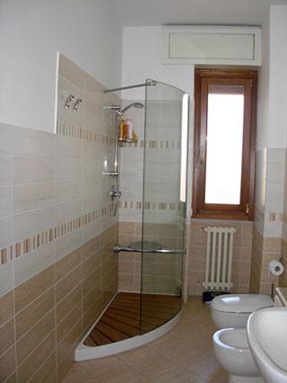 صورة ديكورات حمامات صغيرة جدا وبسيطة , تصاميم ديكورات متميزة للحمامات الضيقه 2612 6