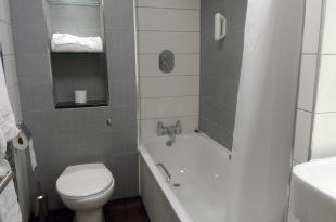 صور ديكورات حمامات صغيرة جدا وبسيطة , تصاميم ديكورات متميزة للحمامات الضيقه