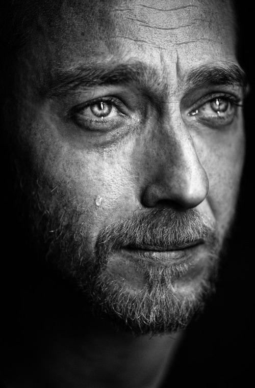 بالصور صور رجال حزينه , صور حزينه جدا جدا 3392 6