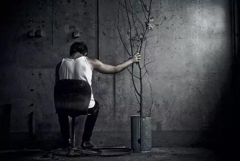 بالصور صور رجل حزين , صور مؤثرة رجال انهكهم الحزن 1251 4