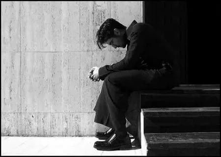 بالصور صور رجل حزين , صور مؤثرة رجال انهكهم الحزن 1251 8
