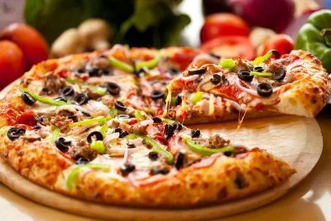 صور صور بيتزا , اجمل مناظر لقطع البيتزا الايطالية