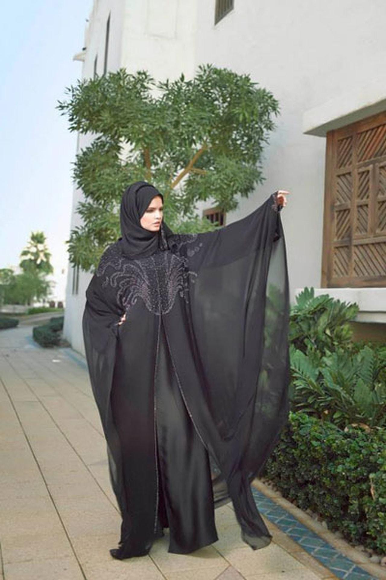 بالصور عبايات خليجية , صور حديثة للتصميمات العصرية للعباءة الخليجي 1365 8