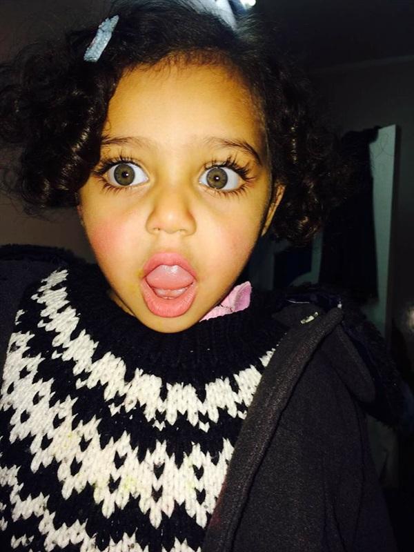 بالصور صور بنت صغيره , صورة رقيقة وجذابة لفتاة صغيرة سمراء 381 14