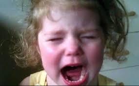 بالصور طفلة تبكي , بنت صغيره تبكي بسبب الجوع 603 1