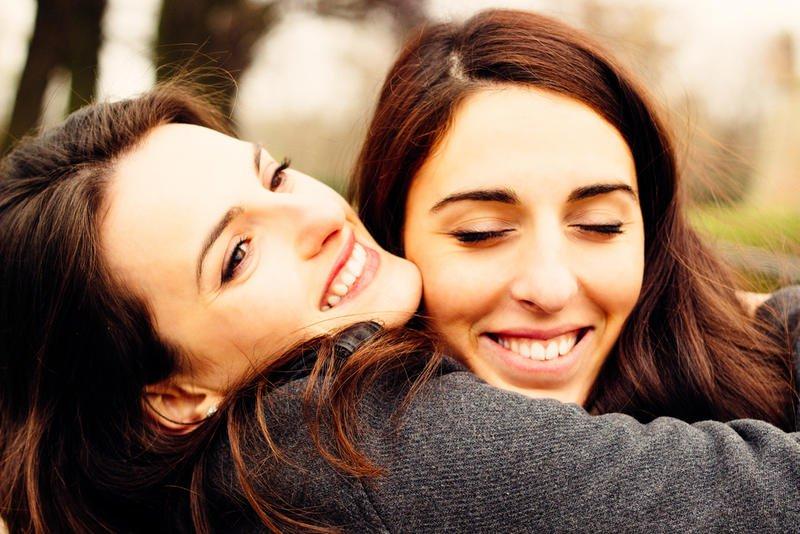 بالصور صور فتيات صديقات , اجدد تصميمات صور عن الصديقات الفتيات 8601 7