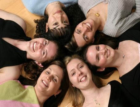 بالصور صور فتيات صديقات , اجدد تصميمات صور عن الصديقات الفتيات 8601 8
