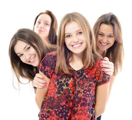 بالصور صور فتيات صديقات , اجدد تصميمات صور عن الصديقات الفتيات 8601 9