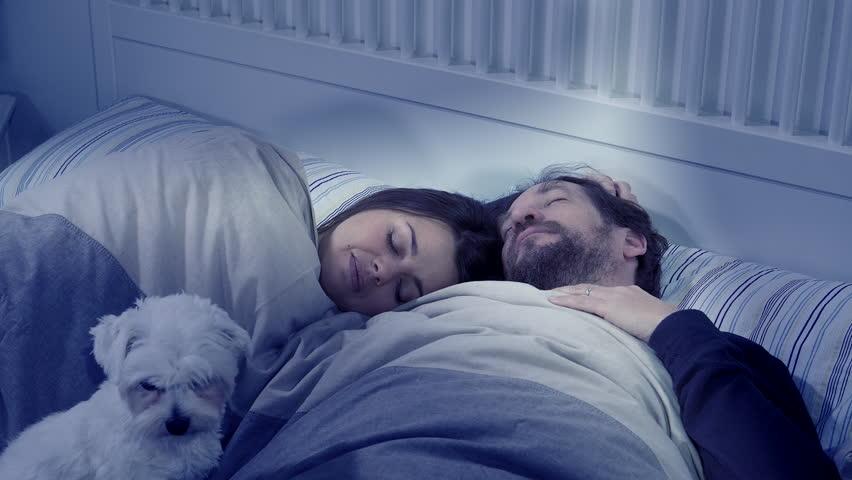 صور احضان ع السرير , صور حميمة ورمانسية