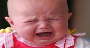 سبب بكاء الطفل الرضيع وهو نائم , اسباب البكاء اثناء النوم لدى الاطفال الصغار