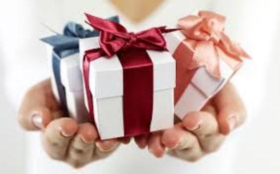 بالصور تفسير حلم الهدية من شخص معروف , رؤية هدية من شخص قريب فى الحلم 8797 2