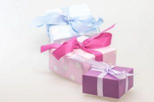صورة تفسير حلم الهدية من شخص معروف , رؤية هدية من شخص قريب فى الحلم