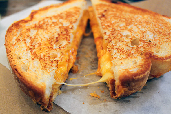 صورة طريقة عمل اكلات بالتوست بالصور , طرق لذيذة لعمل اكلات مختلفة من خبز التوست 8479 8
