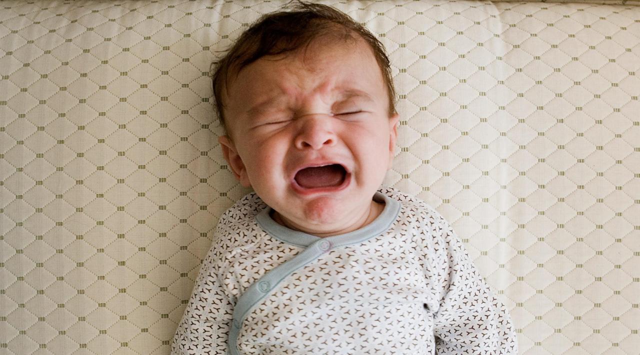 صور اسباب الحزق عند الرضع , اعراض الانتفاخات عند الاطفال الرضع