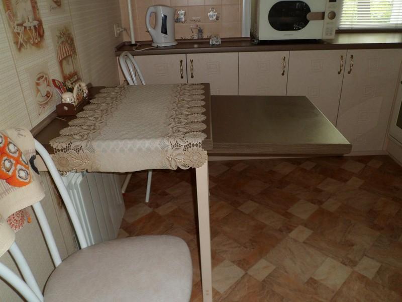 صورة ترابيزة مطبخ متحركة , اجمل ترابيزه للمطبخ
