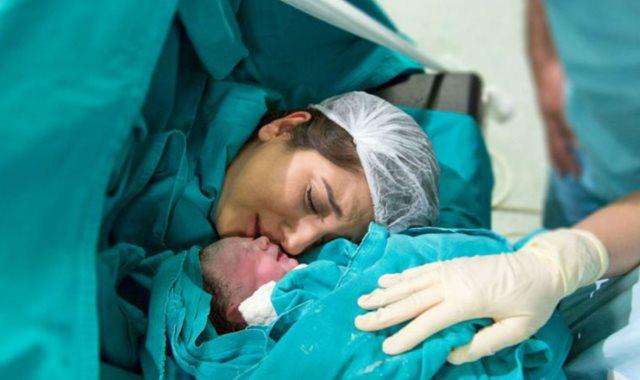 صور الولادة في المنام للحامل , تفسير حلم الولادة للمراة الحامل