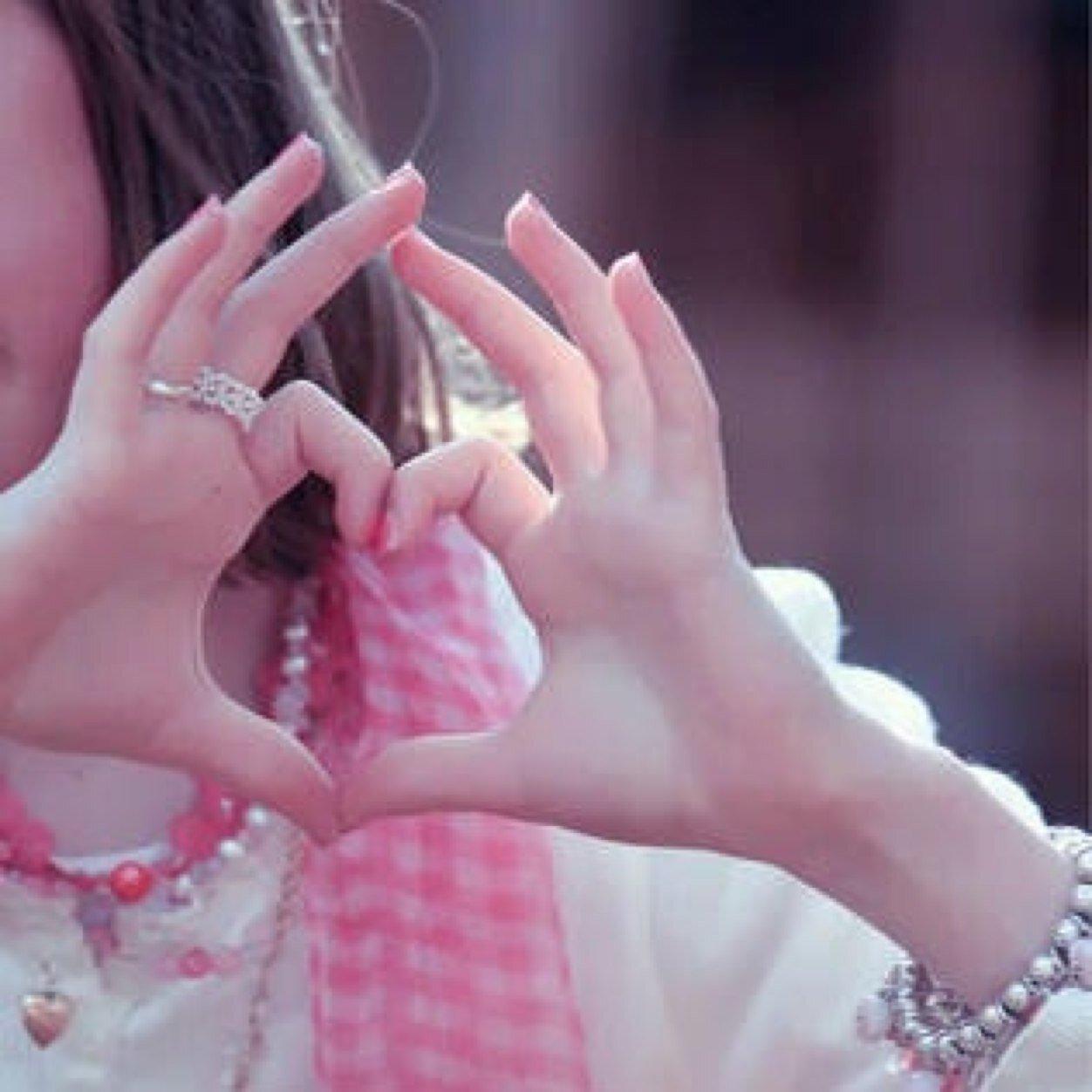 صورة صور بنات قلوب , اروع صور قلوب تخرج من عند البنات